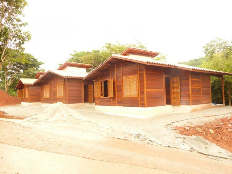 Casa de madeira pré-fabrica obra 42
