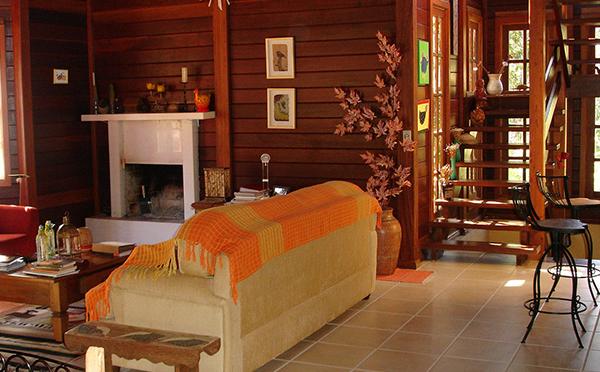 Casa de madeira pré-fabricada: projetos com conforto e funcionalidade