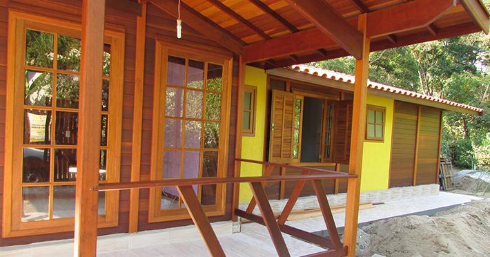 pilares robustos casa de madeira