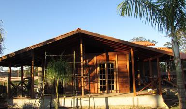 casa de madeira pré-fabricada na praia
