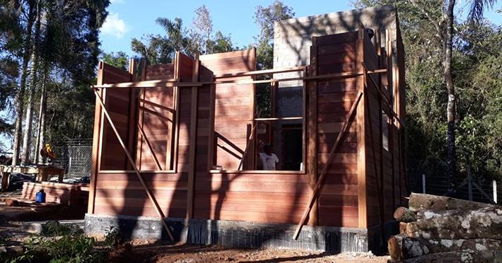 casa de madeira maciça em Ibiuna - SP