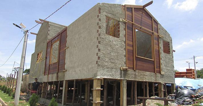 casa de madeira maciça em Santo Antônio de Posse – SP