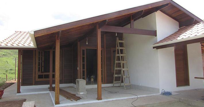 casa de madeira maciça em São José do Barreiro - SP