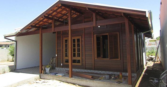 casa de madeira maciça em Pindamonhangaba – SP