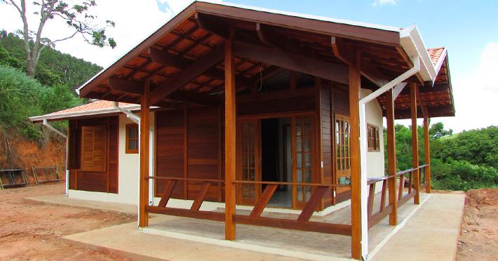 Projeto de casa de madeira pré-fabricada 85,26m² com execução em Jambeiro – SP