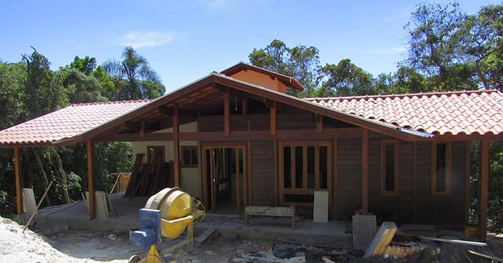 Projeto de casa de madeira maciça 143,94m² com execução em Mairiporã – SP