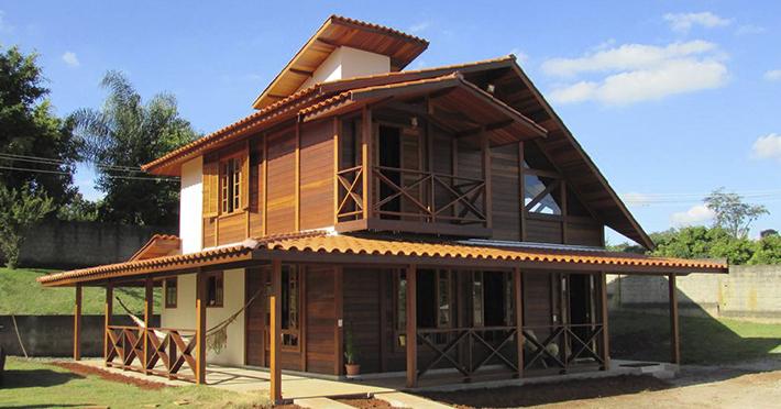 Casa de madeira maciça de 2 pavimentos para sítio