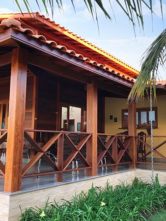 Angelim Pedra: pilares da casa de madeira maciça