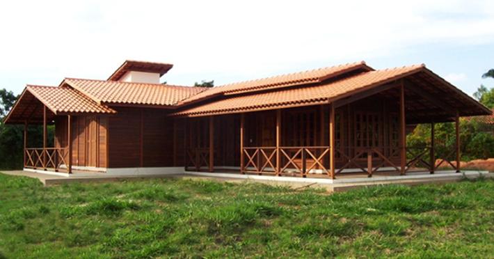 casa de madeira maciça térrea pré-fabricada