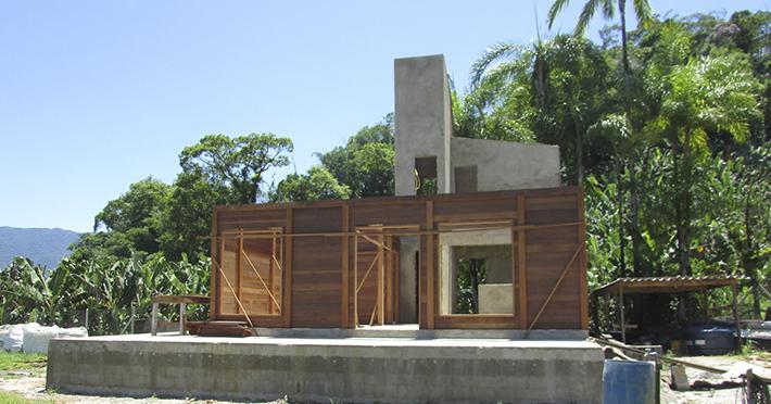 casa de madeira em itanhém sp