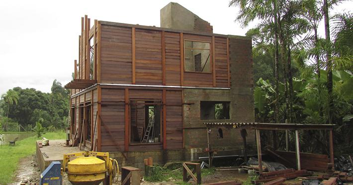 casa de madeira pré-fabricada em Itanhaém - SP