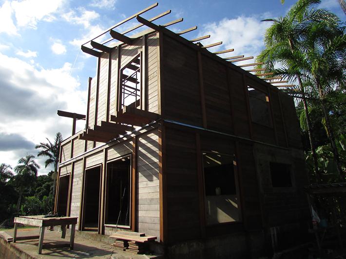 casa de madeira maciça em Itanhaém - SP