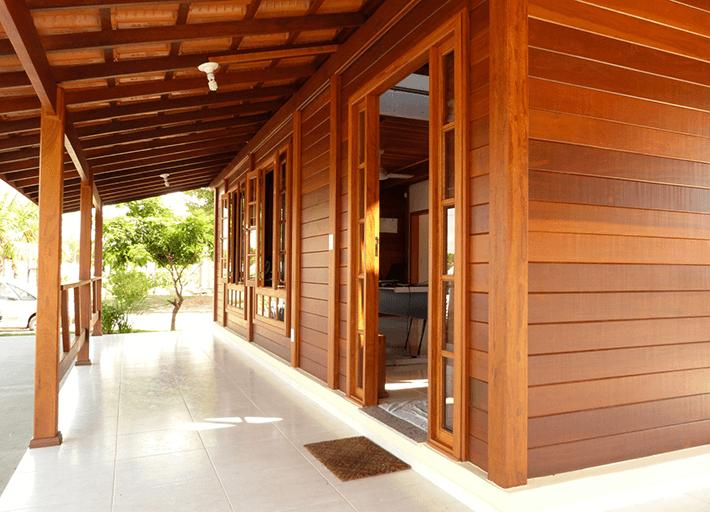 varanda casa de madeira maciça