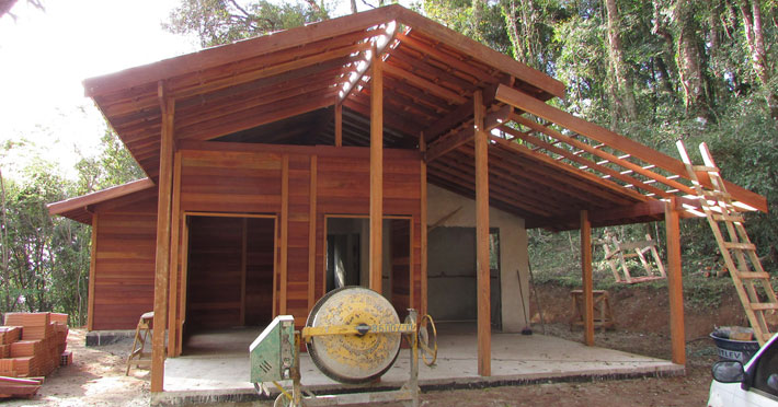 casa de madeira maciça em Gonçalves – MG