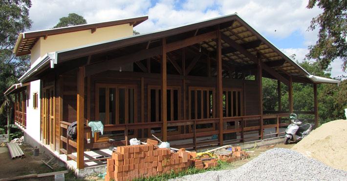 casa de madeira pré-fabricada em itapecerica sp