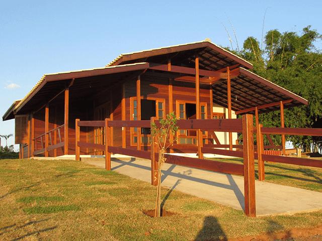 Casa de madeira pré-fabrica obra 61