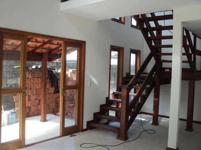 casa de alvenaria rústica escada de madeira