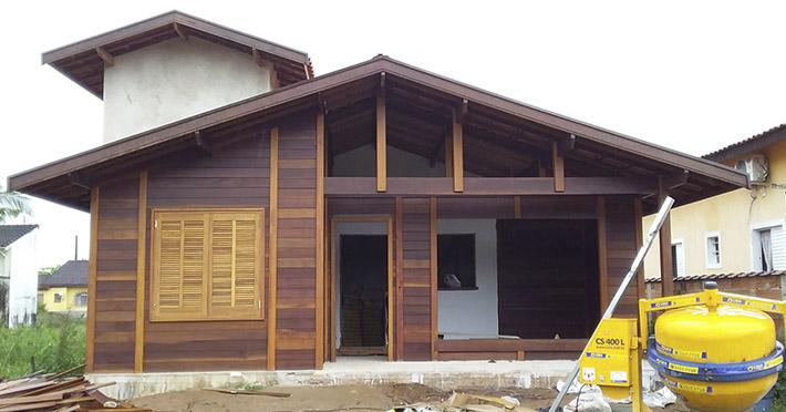 casa de madeira em bertioga sp