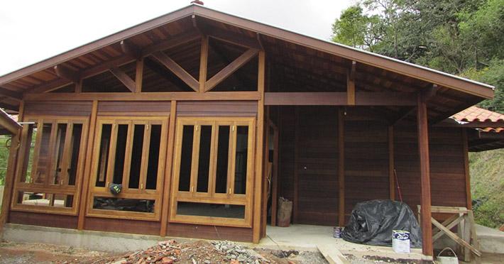 casa de madeira em em São Bento do Sapucaí – SP