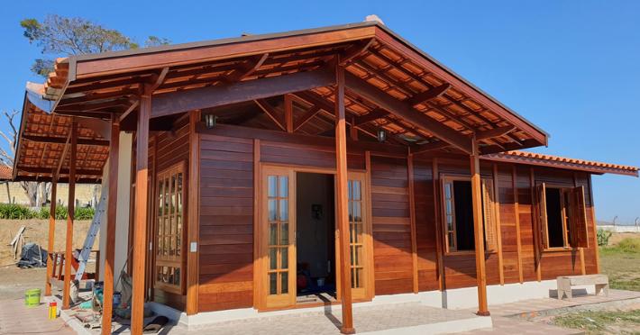 Como escolher uma casa de madeira maciça pré-fabricada