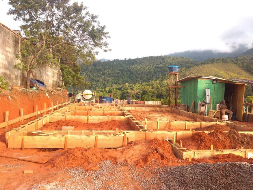 casa de madeira etapa de fundação em Ilha Bela-SP