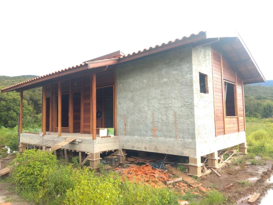casa de madeira etapa instalacao eletrica e hidraulica passa quatro - mg