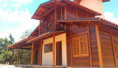 Casas de madeira maciça pre-fabricada