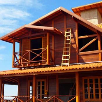 Confira: Casas de madeira pré-fabricada em construção pelo Brasil